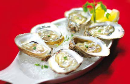 CHILLED NATURAL OYSTERS WITH FRESH LEMON